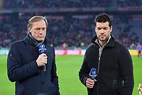 Fussball  DFB Pokal  Achtelfinale  2017/2018   FC Bayern Muenchen - Borussia Dortmund        20.12.2017 ARD TV Experte Michael Ballack (re) mit ARD Reporter Gerhard Delling