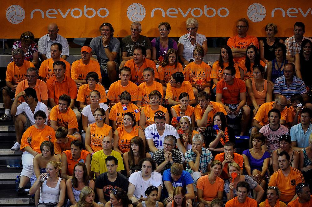 08-07-2010 VOLLEYBAL: WLV NEDERLAND - ZUID KOREA: EINDHOVEN<br /> Nederland verslaat Zuid Korea met 3-0 / Oranje support publiek<br /> &copy;2010-WWW.FOTOHOOGENDOORN.NL