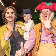 NLD/Amsterdam/20161126 - Studio 100 Winterfestival, Henriette Koetschruiter en Julius de Nijs hebben een meet and greet met kabouter Plop