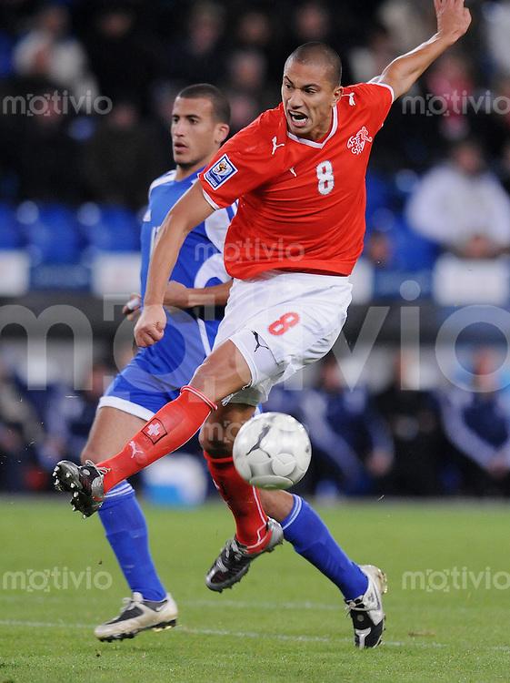 Fussball International   WM  2010  Qualifikation  Gruppe 2    14.10.2009 Schweiz - Israel Goekhan Inler  (SUI) am Ball