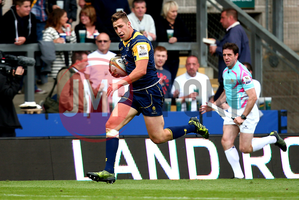 Huw Taylor of Worcester Warriors runs with the ball - Mandatory by-line: Robbie Stephenson/JMP - 29/07/2017 - RUGBY - Franklin's Gardens - Northampton, England - Worcester Warriors v Gloucester Rugby - Singha Premiership Rugby 7s