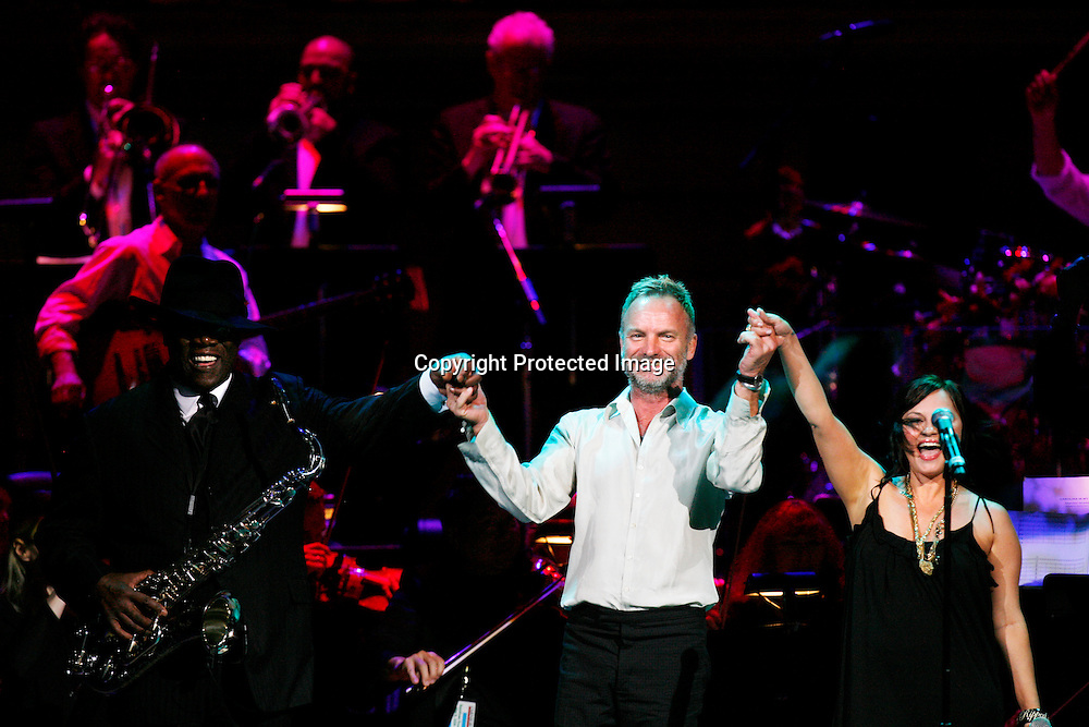 Singer Sting performs with saxophonist Clarence Clemons (L) and singer Tabitha Fair (R) during the Rainforest Foundation Benefit Concert in New York, May 8, 2008.REUTERS/Keith Bedford (UNITED STATES)