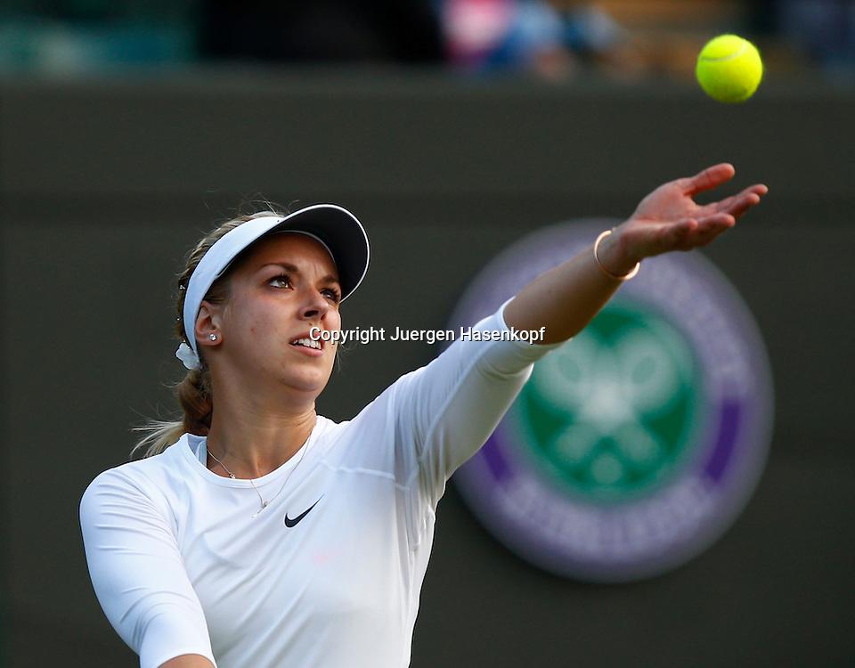 Wimbledon Championships 2013, AELTC,London,<br /> ITF Grand Slam Tennis Tournament,<br /> Sabine Lisicki (GER),Aktion,Aufschlag,Ballwurf,Einzelbild,<br /> Halbkoerper,Querformat,