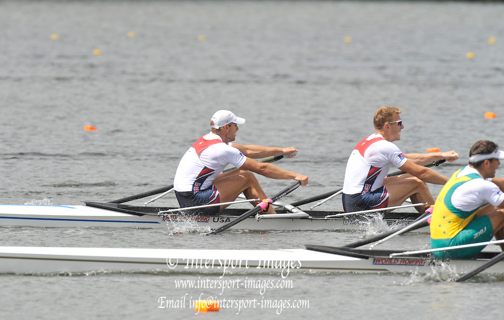 Hamilton, NEW ZEALAND. USA M2X Bow Glenn OCHAL and Warren ANDERSON attempt to hold off AUS double Nick HUDSON and Jared BIDEWELL, at the 2010 World Rowing Championships - Lake Karapiro. Friday 05.11.2010.  [Mandatory Credit Peter Spurrier:Intersport Images].