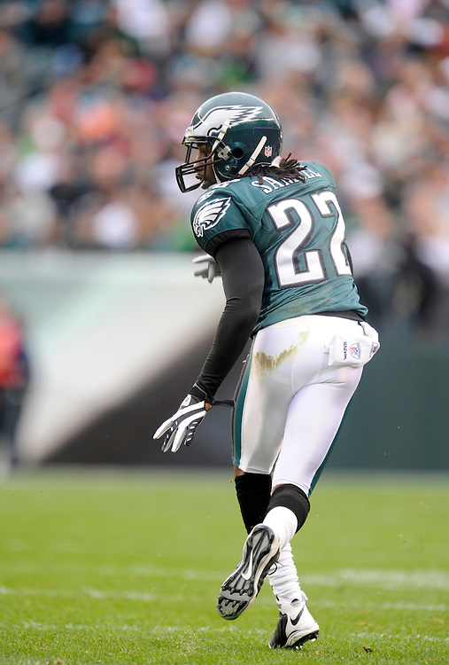 PHILADELPHIA - NOVEMBER 01: Asante Samuel #22 of the Philadelphia Eagles defends against the New York Giants on November 1, 2009 at Lincoln Financial Field in Philadelphia, Pennsylvania. The Eagles defeated the Giants 40 to 17(Photo by Rob Tringali) *** Local Caption *** Asante Samuel