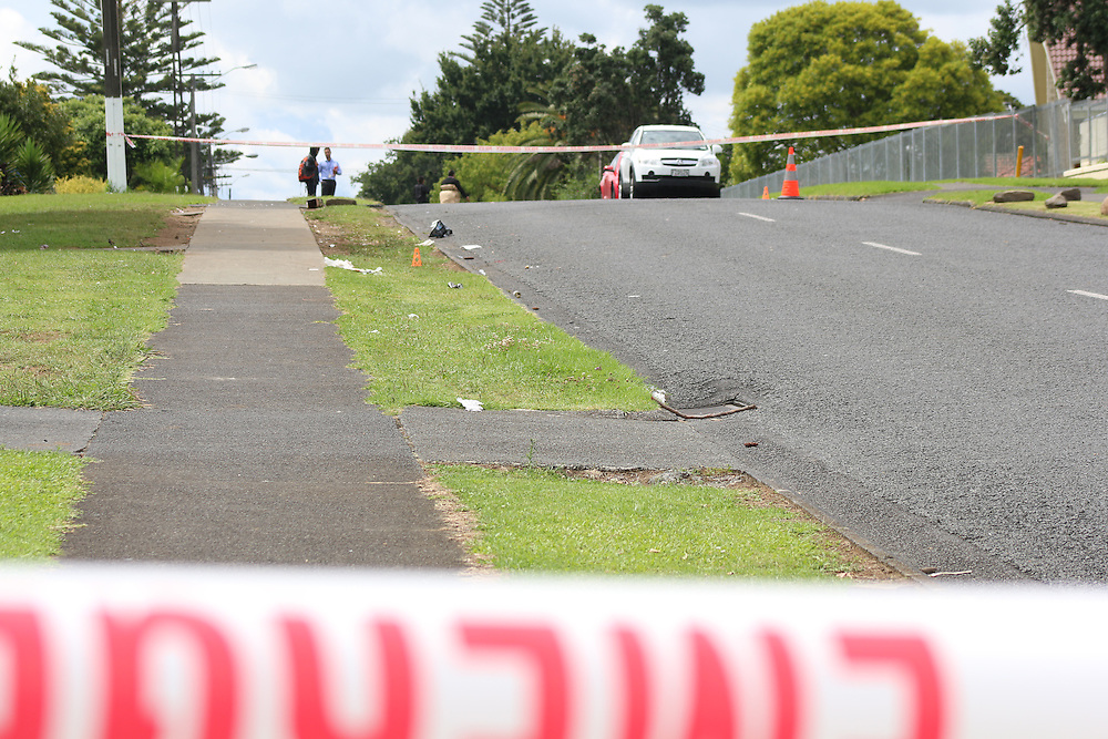 Police man cordons after three men were admitted to hospital after a shooting incident in Yates Road, Mangere, Auckland, New Zealand, Sunday, January 31, 2016.   Credit:SNPA / Daniel HInes