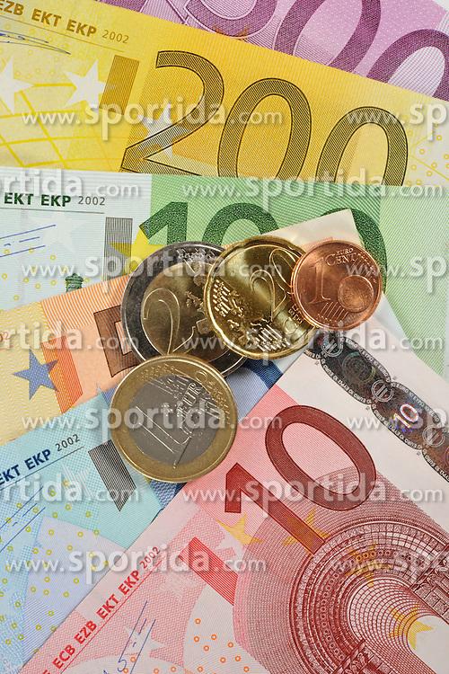 28.01.2012, THEMENBILD PAKET, GER, Euro Krise, Banknoten, im Bild diverse EURO-Banknoten, Geldscheine, Münzen, Fächer. EXPA Pictures © 2012, PhotoCredit: EXPA/ Eibner/ Weber ATTENTION - OUT OF GER *****