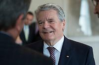 04 JUN 2012, BERLIN/GERMANY:<br /> Joachim Gauck, Bundespraesident, Empfang der Augsburger Domsingknaben als Abschluss einer Konzertreise, Schloss Bellevue<br /> IMAGE: 20120604-01-012<br /> KEYWORDS: Gespräch, Gespraech