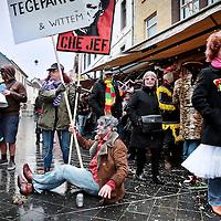 Nederland, Valkenburg a/d Geul, 8 februari 2016.<br /> <br /> Wegens extreme omstandigheden is de grote optocht in Valkenburg afgelast.<br /> Als alternatief heeft een kleine groep carnavalvierders een kleine optocht georganiseerd van zo&rsquo;n 25 man waarmee ze door de straten van Valkenburg trokken.<br /> <br /> Foto: Jean-Pierre Jans