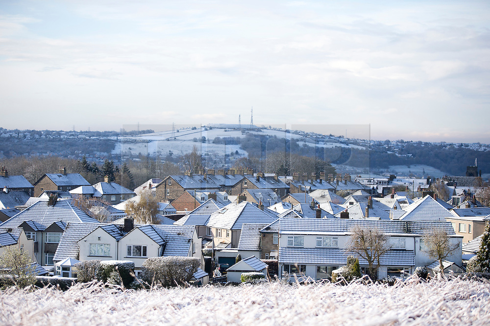 © Licensed to London News Pictures. 28/04/2016. Baildon UK. Picture shows snow capped houses in Baildon as Yorkshire woke to a covering of snow this morning. Photo credit: Andrew McCaren/LNP