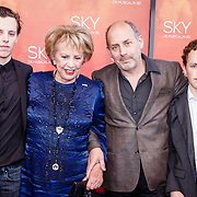 NLD/Amsterdam/20160403 - Premiere musical Sky, Alain delevita met zijn moeder en kinderen