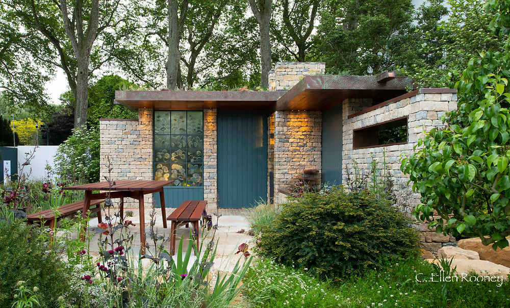 A mid century style building in the style of Frank Lloyd Wright in the Warner's Distillery Gin Garden at the RHS Chelsea Flower Show 21019