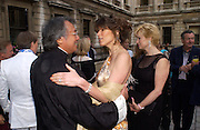 David Tang and Christina Juffali, ( Estrada) Around the World in One night, gala to raise money for the Royal Academy,   Royal Academy. 21 June 2004. ONE TIME USE ONLY - DO NOT ARCHIVE  © Copyright Photograph by Dafydd Jones 66 Stockwell Park Rd. London SW9 0DA Tel 020 7733 0108 www.dafjones.com