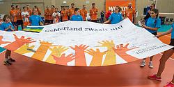 08-09-2018 NED: Netherlands - Argentina, Ede<br /> Second match of Gelderland Cup / Banner Gelderland zwaait uit, court crew
