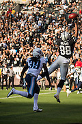 Oakland Raiders tight end Clive Walford (88) stretches for a pass attempt in the end zone against the Tennessee Titans at Oakland Coliseum in Oakland, Calif., on August 26, 2016. (Stan Olszewski/Special to S.F. Examiner)