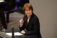 19 DEC 2003, BERLIN/GERMANY:<br /> Krista Sager, B90/Gruene, waehrend ihrer Rede, Sondersitzung des Bundestages zur Abstimmung ueber das Reformpaket zu Steuern und Arbeitsmarkt, Plenum, Deutscher Bundestag<br /> IMAGE: 20031219-01-017<br /> KEYWORDS: speech