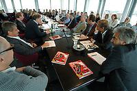 10 SEP 2007, HAMBURG/GERMANY:<br /> Grosse Konferenz am Montag mit den fuereenden Redakteuren aller Ressorts im Konferenzraum des Spiegel Magazins, Der Spiegel<br /> IMAGE: 20070910-01-071<br /> KEYWORDS: Spiegelhaus, Spiegel-Haus, Übersicht, Uebersicht