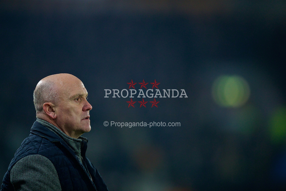 KINGSTON-UPON-HULL, ENGLAND - Friday, December 30, 2016: Hull City's manager Mike Phelan during the FA Premier League match against Everton against Hull City at the KCOM Stadium. (Pic by David Rawcliffe/Propaganda)