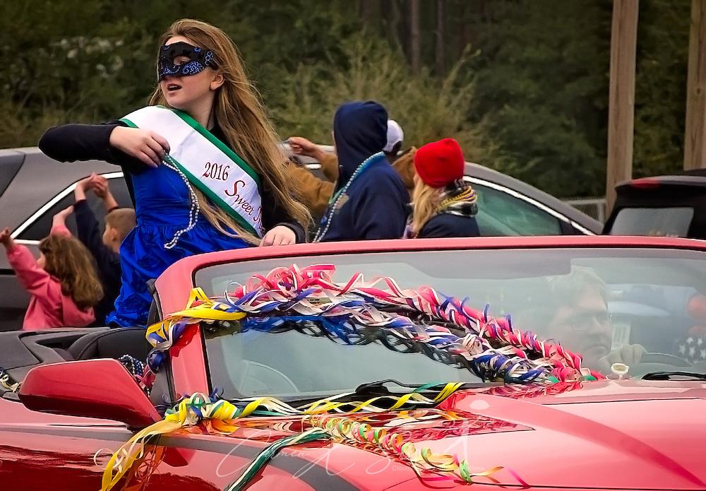 Grace Eyermann, 2016 Sweet Miss Dauphin Island, throws Mardi Gras beads during the Krewe de la Dauphine Mardi Gras Parade, Jan. 28, 2017, in Dauphin Island, Alabama. (Photo by Carmen K. Sisson/Cloudybright)