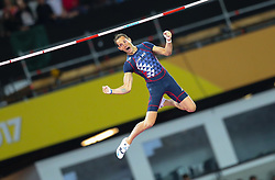 London, August 08 2017 . Axel Chapelle, France, in the men's pole-vault final on day five of the IAAF London 2017 world Championships at the London Stadium. © Paul Davey.