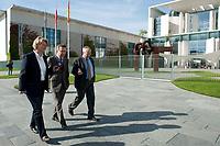 03 SEP 2010, BERLIN/GERMANY:<br /> Birgit Marschall (L), Redakteurin Rheinische Post, Thomas de Maiziere (M), CDU, Bundesinnenminister, und Dr. Gregor Mayntz (R), Redakteur Rheinische Post, Intervirew waehrend einem Spaziergang von der Bundespressekonferenz zum Bundesinnenministerium, im Hintergrund: das Bundeskanzleramt<br /> IMAGE: 20100903-01-018<br /> KEYWORDS: Thomas de Maizière