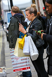 © Licensed to London News Pictures. 21/12/2018. London, UK. Christmas shoppers flock to Oxford Street with 3 shopping days to Christmas Day. Retailers are expecting a rush of shoppers in the lead-up to Christmas with a number of stores starting their Winter Sales on 24 December. Photo credit: Dinendra Haria/LNP