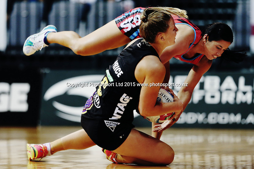 Jamie-Lee Price of the Magic clashes with Keshia Grant of the Tactix. 2015 ANZ Championship, Waikato Bay of Plenty Magic v Canterbury Tactix, Claudelands Arena, Hamilton, New Zealand. Photo: Anthony Au-Yeung / www.photosport.co.nz