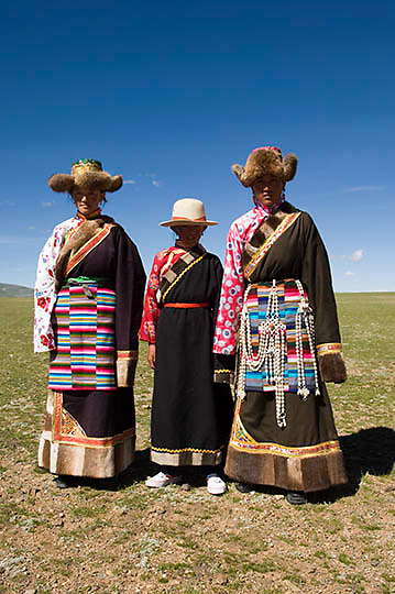 Local Tibetans in traditional clothing of Northern Tibet. Asia.