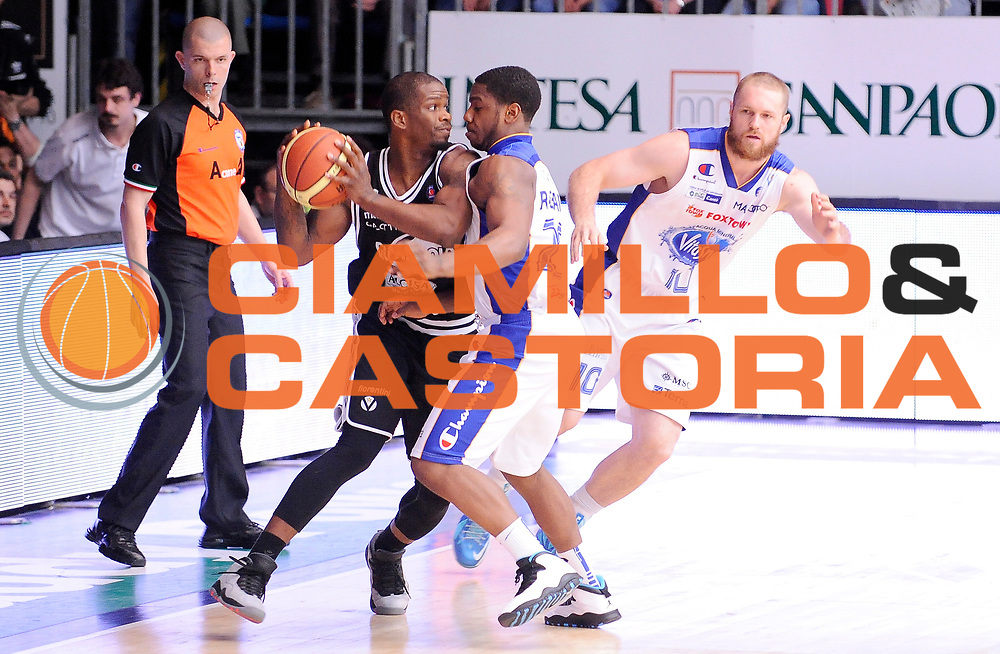 DESCRIZIONE : Cantu' Campionato Lega A 2013-14 Acqua Vitasnella Cantu' Granarolo Bologna<br /> GIOCATORE : Willie Warren<br /> SQUADRA : Granarolo Bologna<br /> EVENTO : Campionato Lega A 2013-14<br /> GARA :  Acqua Vitasnella Cantu' Granarolo Bologna<br /> DATA : 11/05/2014<br /> CATEGORIA : Controcampo Palleggio Tecnica<br /> SPORT : Pallacanestro<br /> AUTORE : Agenzia Ciamillo-Castoria/A.Giberti<br /> Galleria : Campionato Lega Basket A 2013-14<br /> Fotonotizia : Cantu' Campionato Lega A 2013-14 Acqua Vitasnella Cantu' Granarolo Bologna<br /> Predefinita :