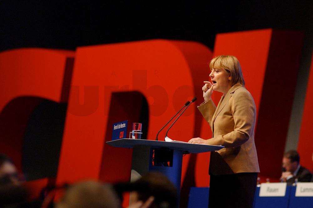 11 NOV 2002, HANNOVER/GERMANY:<br /> Angela Merkel, CDU Bundesvorsitzende, waehrend ihrer Rede, CDU Bundesparteitag, Hannover Messe<br /> IMAGE: 20021111-01-048<br /> KEYWORDS: Parteitag, party congress, speech, Logo, sign