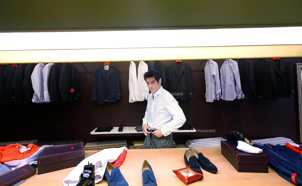 Milano: Giuseppe Zeno nello show room di ISAIA