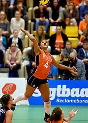 30-12-2015 NED: Nederland - Belgie, Almelo<br /> Op het 25 jaar Topvolleybal Almelo spelen Nederland en Belgie een oefen interland ter voorbereiding op het OKT dat maandag in Ankara begint. Nederland wint overtuigend met 3-1 / Celeste Plak #4
