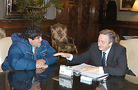 Fotball<br /> Foto: Argenpress/Digitalsport<br /> NORWAY ONLY<br /> <br /> 12.08.2004<br /> The best football player of the history - Diego Armando Maradona - had a meeting with Nestor Kirchner to ask for permission to go out from the country to continue his drug treatment in Switzerland.