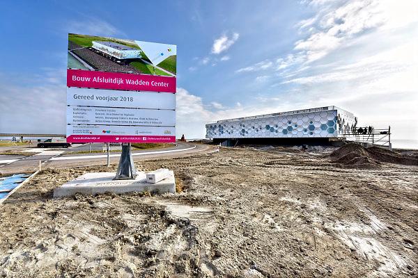 Nederland, the Netherlands, Kornwerderzand, 22-2-2018De Afsluitdijk zal de komende jaren aanpassingen krijgen om de verwachte zeespiegelstijging en extreem weer het hoofd te kunnen bieden . Bij Kornwerderzand wordt het Waddencentrum afgebouwd .  Waddencenter, het beleefcentrum de nieuwe afsluitdijk, wadden center . Dit centrum biedt een totaalbeleving over Unesco Werelderfgoed Waddenzee, de Vismigratierivier, het IJsselmeergebied en de Afsluitdijk zelf .Foto: Flip Franssen