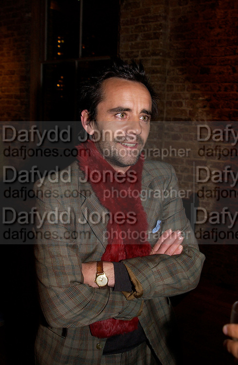 Matt Whitley, Madness Visible by Janine di Giovanni, book launch,  Front Line club. 14 January 2004. © Copyright Photograph by Dafydd Jones 66 Stockwell Park Rd. London SW9 0DA Tel 020 7733 0108 www.dafjones.com