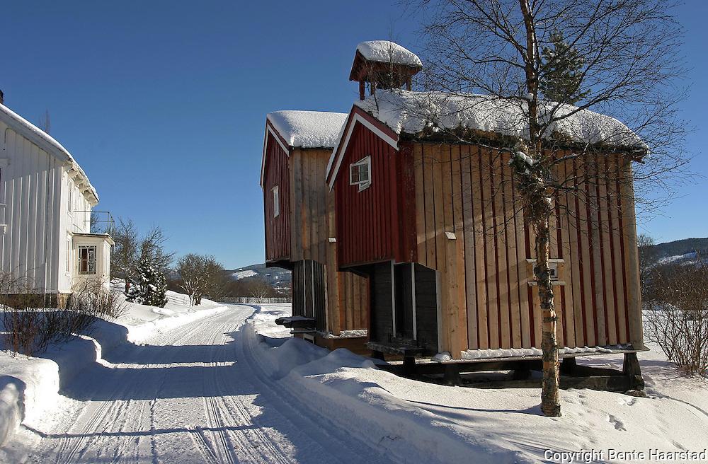 Nedre Hoem, gårdbruk bestående av mange bygninger, i Øverbygda, Selbu. The farm Nedre Hoem in Selbu, Mid-Norway.