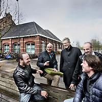 Nederland, Amsterdam , 20 april 2012..De 4 initiatiefnemers en programmeur van North Sea Jazz Club op het Westergas terrein met op de achtergrond de club, de voormalige North Flex Bar in Westerpark..v.r.n.l. Klaas, Markus, Quicho en Niels (programmeur).Foto:Jean-Pierre Jans