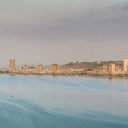 A baía de Luanda e a Marginal de Luanda, Avenida 4 de Fevereiro, vistas a partir da Fortaleza São Miguel
