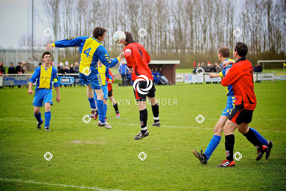 ZUILICHEM - Voetbalwedstrijd tussen Zuilichem en Kerkwijk. FOTO LEVIN DEN BOER - PERSFOTO.NU