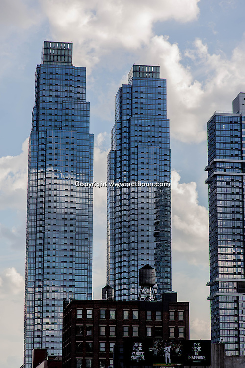 New York . twin towers, silver tower at river place on eleven avenue New york  / tours jumelles, silver tower at river place sur la onzieme avenue New York