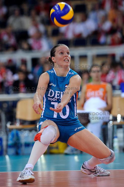 26-09-2009 VOLLEYBAL: EUROPEES KAMPIOENSCHAP SPANJE - NEDERLAND: LODZ<br /> Nederland verslaat ook Spanje met 3-0 / Janneke van Tienen<br /> &copy;2009-WWW.FOTOHOOGENDOORN.NL
