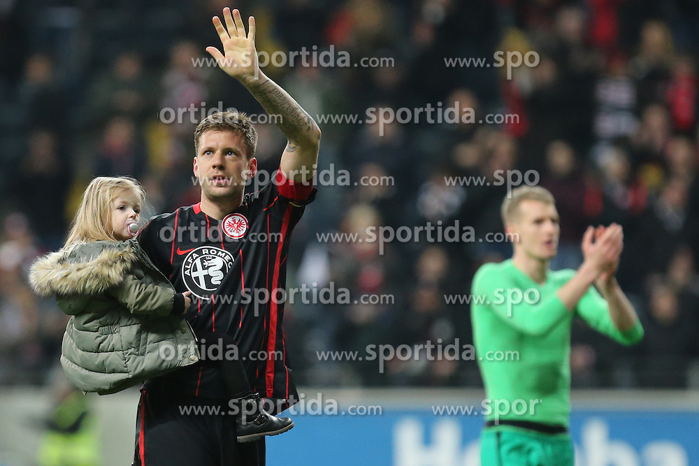 19.03.2016, Commerzbank Arena, Frankfurt, GER, 1. FBL, Eintracht Frankfurt vs Hannover 96, 27. Runde, im Bild Daumen hoch und winken an die Fans: Marco Russ (Frankfurt) feiert den Sieg mit seiner Tochter am Arm, im Hintergrund Torwart Lukas Hradecky (Frankfurt) // during the German Bundesliga 27th round match between Eintracht Frankfurt vs Hannover 96 at the Commerzbank Arena in Frankfurt, Germany on 2016/03/19. EXPA Pictures &copy; 2016, PhotoCredit: EXPA/ Eibner-Pressefoto/ Roskaritz<br /> <br /> *****ATTENTION - OUT of GER*****