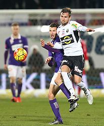 12.12.2015, Generali Arena, Wien, AUT, 1. FBL, FK Austria Wien vs Cashpoint SCR Altach, 20. Runde, im Bild Alexander Gorgon (FK Austria Wien) und Emanuel Schreiner (Cashpoint SCR Altach) // during Austrian Football Bundesliga Match, 20th Round, between FK Austria Vienna and Cashpoint SCR Altach at the Generali Arena, Vienna, Austria on 2015/12/12. EXPA Pictures © 2015, PhotoCredit: EXPA/ Thomas Haumer
