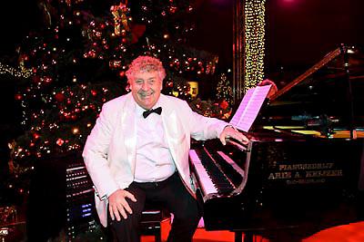NLD/Haarlem/20081217 - Princess kerstborrel 2008, Tony eyk aan de piano