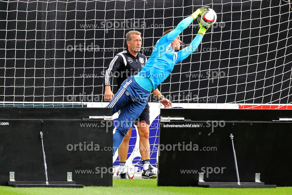 02.09.2015, Commerzbanarena, Frankfurt, GER, UEFA Euro 2016 Qualifikation, Deutschland, Training, im Bild Torwart Marc-Andre ter Stegen und Torwart-Trainer Andreas Koepke, Reaktionstraing mit abpraller von der Holzwand // during a training session of german national football team in front of the UEFA European Championship Qualifier matches against Poland and Scotland. Commerzbanarena in Frankfurt, Germany on 2015/09/02. EXPA Pictures &copy; 2015, PhotoCredit: EXPA/ Eibner-Pressefoto/ Roskaritz<br /> <br /> *****ATTENTION - OUT of GER*****