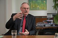 08 MAY 2012, BERLIN/GERMANY:<br /> Prof. Dr. Gert G. Wagner, Vorstandsvorsitzender DIW Berlin, waehrend einem Interview, in seinem Buero, Deutsches Institut für Wirtschaftsforschung e.V. <br /> IMAGE: 20120508-02-002<br /> KEYWORDS: Gerd Wagner