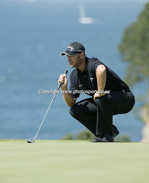 Stephen Scahill (NZL) lines up a putt on the 16th in a round of 70 on day 3 of the Holden New Zealand Golf Open, 12th February 2005. Photo: Photosport