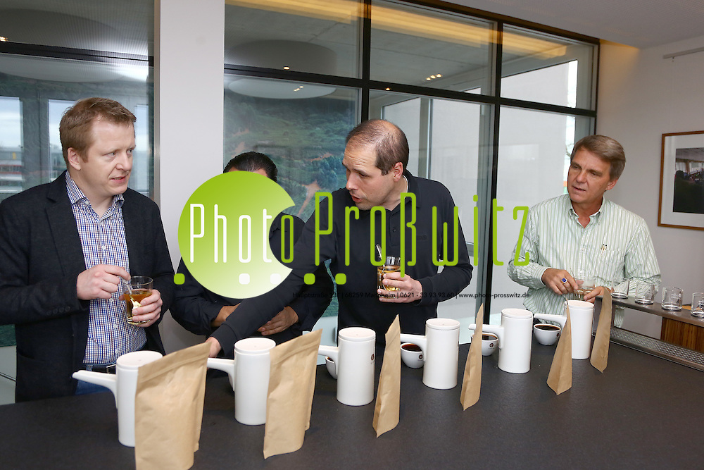 Mannheim. 15.01.15 Coffee Consulate. Edelkaffeproduzent f&uuml;r die Spitzengastronomie.<br /> Dr. Steffen Schwarz produziert Edelkaffee.<br /> COFFEE CONSULATE - A DIVISION OF DIONYSOS CONSULTING<br /> - v.l. Wolfgang Meyer, Andres Bellucci, Dr. Steffen Schwarz, Tomas Edelmann<br /> <br /> Bild: Markus Pro&szlig;witz 15JAN15 / masterpress / Photo-Pro&szlig;witz (Bild ist honorarpflichtig)