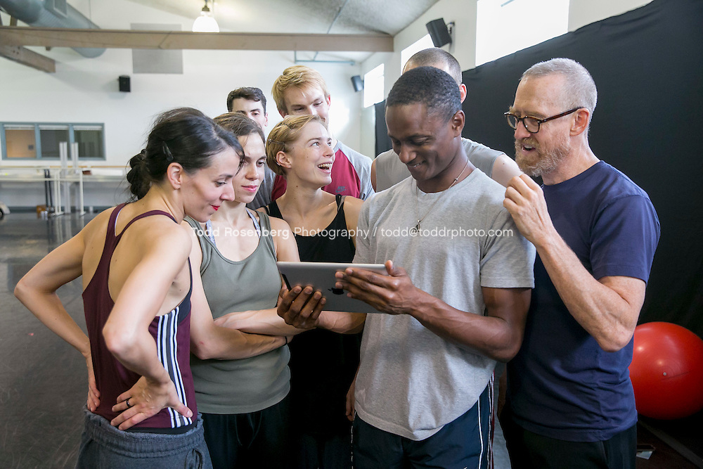 10/2/15 3:57:26 PM -- Hubbard Street Dance Chicago <br /> <br /> Choreographer William Forsythe in studio with the main company. <br /> <br /> . &copy; Todd Rosenberg Photography 2015