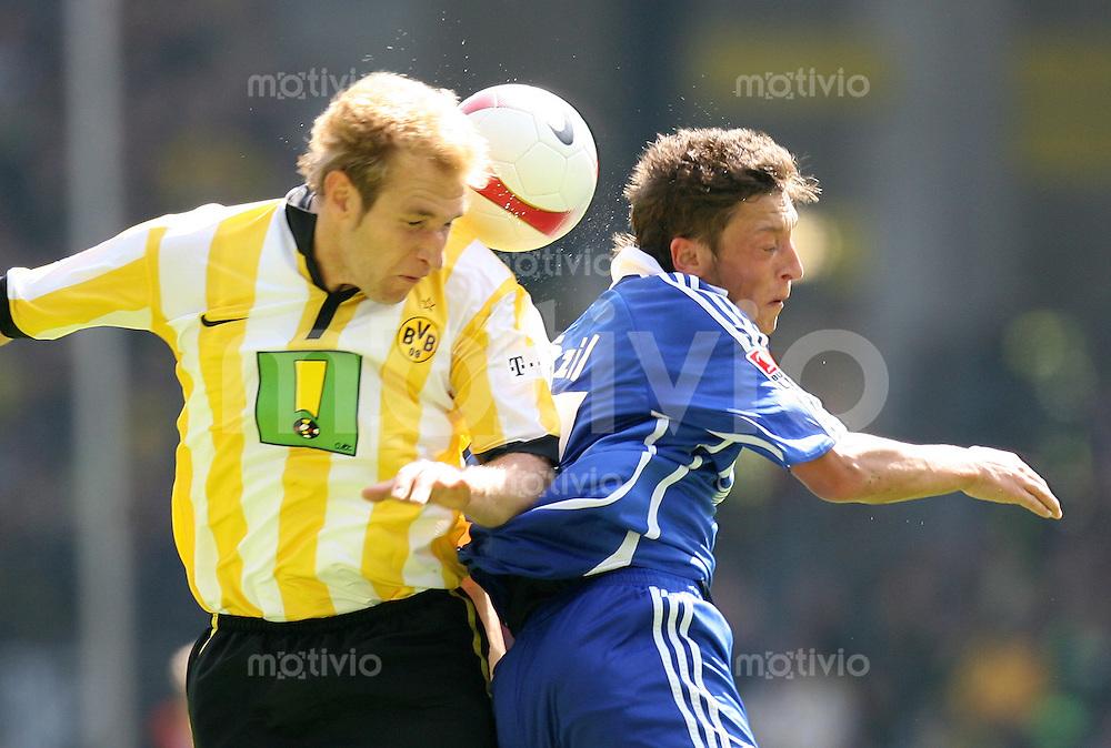 Fussball   1. Bundesliga   Saison 2006/2007   33. Spieltag Borussia Dortmund - FC Schalke 04             Florian KRINGE (li, Dortmund) gegen Mesut OEZIEL (re, Schalke)